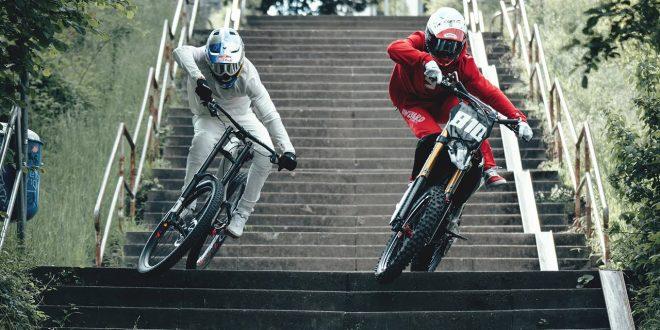 FABIO WIBMER KAI HASSE Y VIKI GOMEZ EN UN DESCENSO URBANO DE MTB MOTO Y BMX